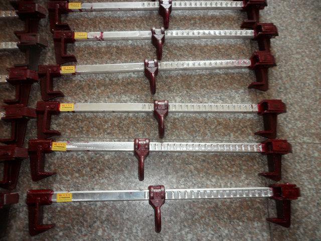 水平钢架滑动器